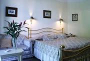 Кованая кровать в интерьере, город Рязань