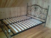 Кровать с ковкой в загородном доме, город Рязань