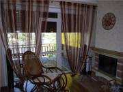 Гостиная с камином и плетеным креслом (с. Шумашь), город Рязань