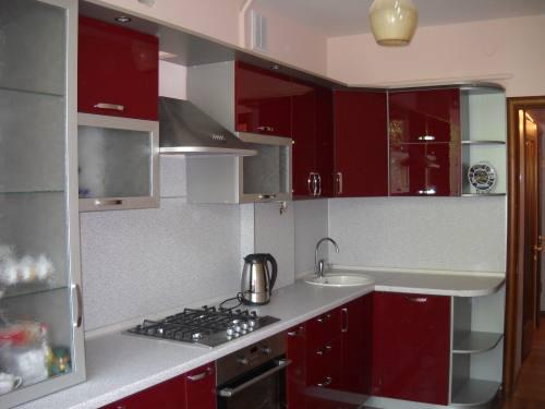 Кухня с фасадами из акрилового пластика, город Рязань