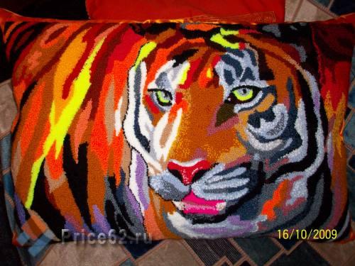 """Подушка декоративная """"Тигр"""". Нетканый гобелен. Вышивка в технике PUNCH NEEDLE., город Рязань"""